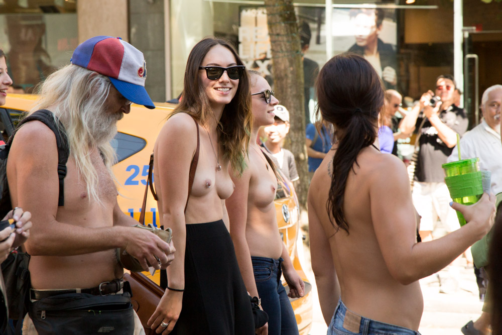 topless_day hot chick